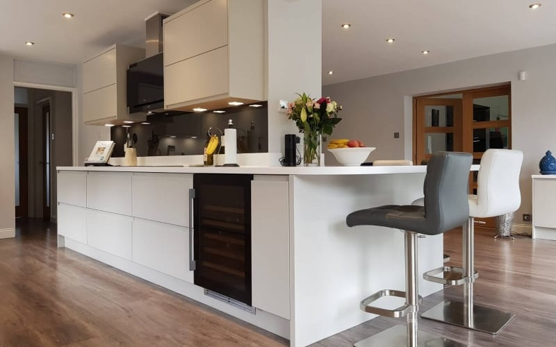 Handleless Painted Kitchen with bar stools