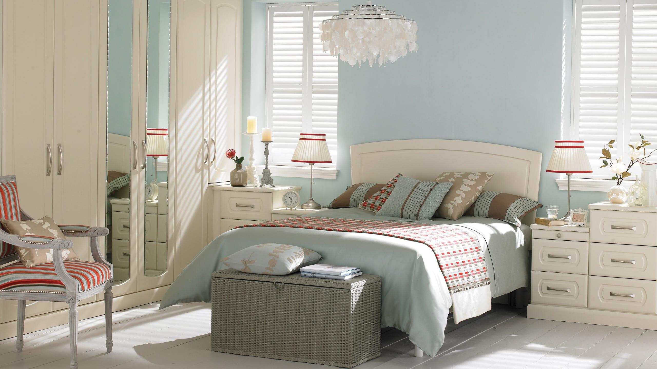 Prima Curved Gardenia - bedroom